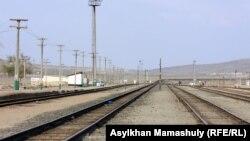 Железная дорога станции Шетпе. 22 апреля 2012 года.