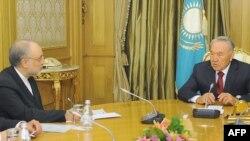 Қазақстан президенті Нұрсұлтан Назарбаев Иран сыртқы істер министрі Әли Акбар Салехимен кездесуінде. Астана, 27 маусым 2012 жыл.