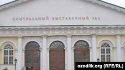 Суратларда Москва Биенналеси