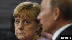 Президент Росії Володимир Путін і канцлер Німеччини Анґела Меркель, Санкт-Петербург, 21 червня 2013 року