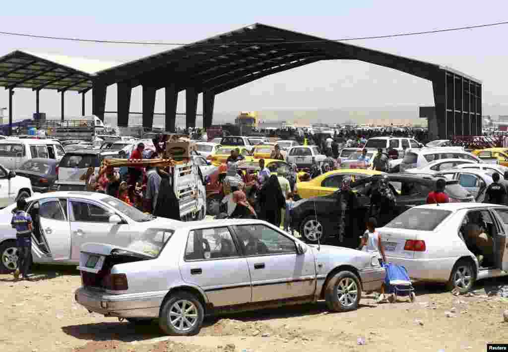 شهروندانی که از موصل به شهر اربیل پناه آوردهاند.