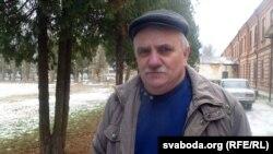 Аляксандар Бяльчук каля суду Берасьцейскага раёну