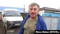 Житель поселка Чкалово Карагандинской области, который сказал, что отказался идти на выборы. 26 апреля 2015 года.