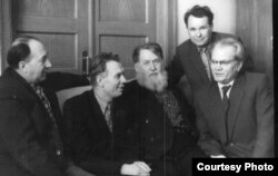 Сяргей Грахоўскі, Мікола Аўрамчык, Уладзімер Дубоўка, Уладзіслаў Нядзьведзкі і Васіль Вітка. Менск, 1960-я гг.