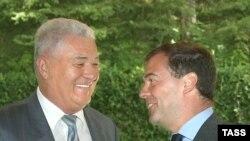 Presidents Medvedev (right) and Voronin in Sochi