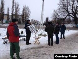 Полесск. Евгений Лабудин проводит пикет против загрязнения реки Деймы