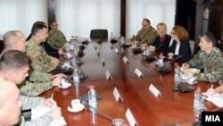 Министерката Радмила Шекеринска на средба со генерал-мајор Марк Шварц.