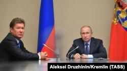 Президент Росії Володимир Путін і заступник голови ради директорів, голова правління ПАТ «Газпром» Олексій Міллер (справа наліво). Росія, 2018 рік