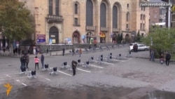 Світ у відео: У Тбілісі замість машин паркували інвалідні возики
