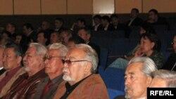 «Аштыққа саяси баға беру» тақырыбында ғылыми конференцияға қатысушылар. Алматы, 11 қыркүйек, 2009 жыл.