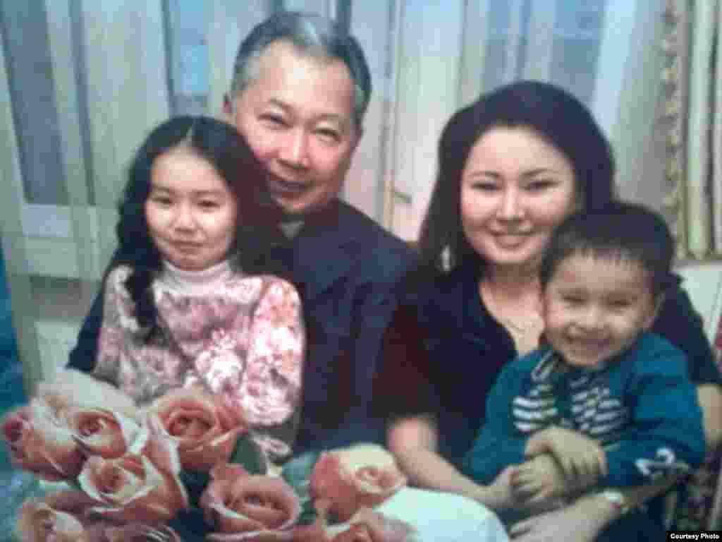 Вторая (неофициальная) семья бывшего президента КР Бакиева.