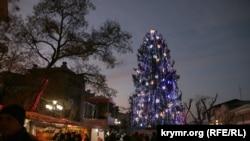 Новогодняя елка в Симферополе. Архивное фото