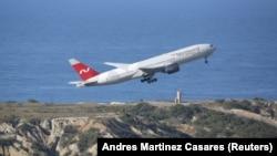 Nordwind әуе компаниясының Boeing 777-200ER ұшағы Каракастағы Симон Боливар әуежайынан ұшып шығып барады. Венесуэла, 30 қаңтар 2019 жыл.