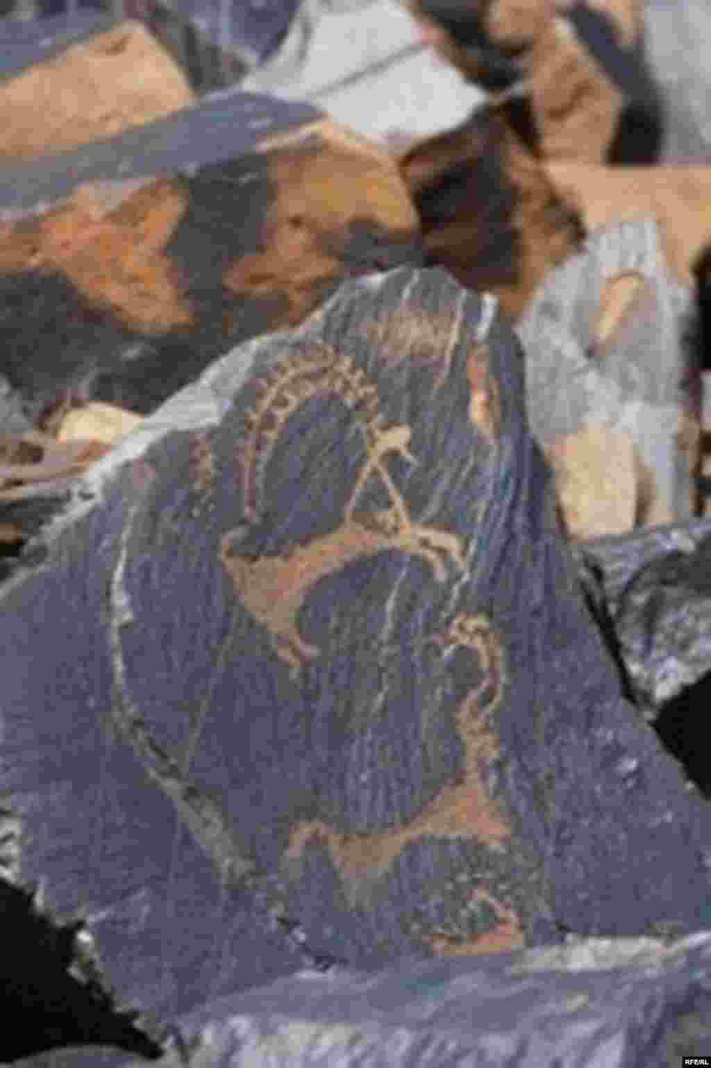 Саймалуу-Таш или расшитые камни Тянь-Шаня #18