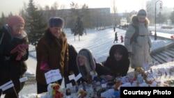 Мітинг за чесні вибори за участю іграшок у Барнаулі