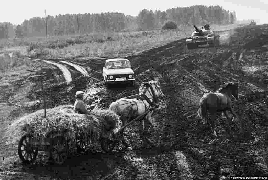 """Russian Crossroads"" in 1991. When the image appeared on Russian social media, a commenter noted that ""only a bear is missing."""