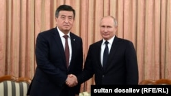 Президенты Кыргызстана и России Сооронбай Жээнбеков и Владимир Путин. 28 сентября 2018 года.