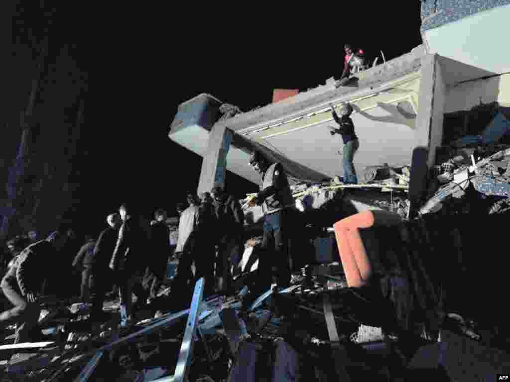 Van, 23.10.2011. Foto: AFP / Mustafa Ozer