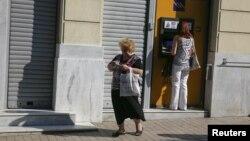 Հունաստան - Մայրաքաղաք Աթենքի բնակիչները բանկոմատից հանում են իրենց գումարները, 30-ը հունիսի, 2015թ․