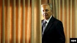 شیمون پرز گفت:« وقتی آمريکا به پادشاه عربستان سعودی يا پادشاه اردن هاشمی پيشنهاد انتخابات دموکراتيک ارائه می کند، معلوم است که مخالفت می کنند.(عکس: epa)