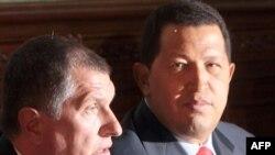 Игорь Сечин Венесуэланын президенти Уго Чавес менен