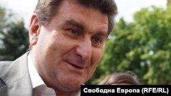 Валентин Златев отказа да заяви по какъв повод е бил призован като свидетел, но от думите му стана ясно, че е разпитван от Генка Брезашка, която в наблюдаващ прокурор по делото с вноса и преработка на отпадъци в България
