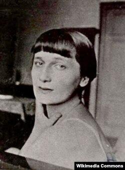 Rus şairəsi Anna Axmatova.