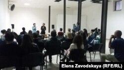 Уже не в первый раз в Абхазию приезжают художники и кураторы выставок из Швейцарии. Проекты по современному искусству в Абхазии реализует швейцарская неправительственная организация Artasfoundation