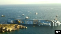 Лайнер Costa Concordia. после катастрофы у берегов Италии. 14 января 2012 г