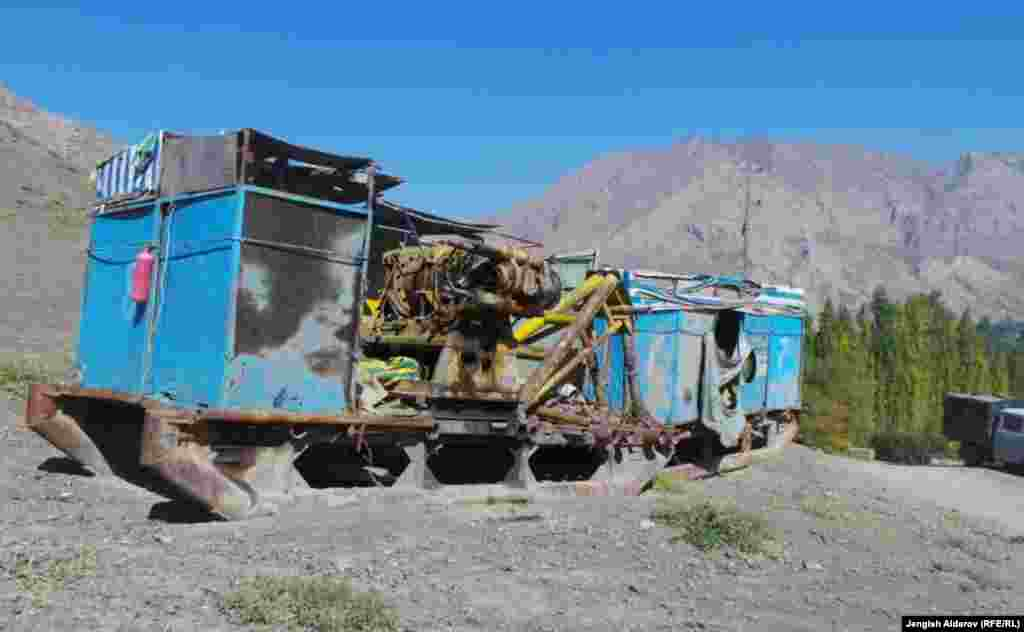 Село Майдан расположено в Кадамжайском районе. Разведанные запасы золота на месторождении Шамбесай составляют 9 тонн