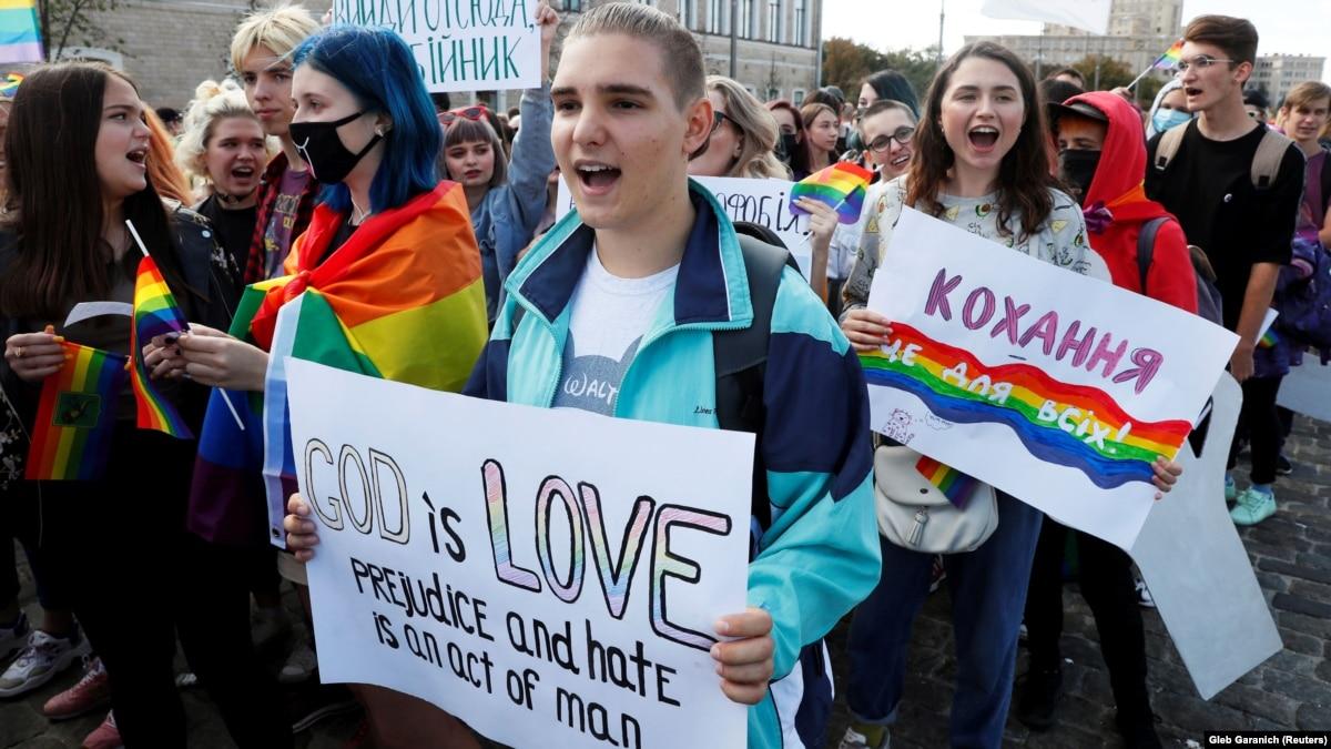 Ровно: городская рада запретила ЛГБТ-марше