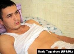 Аманкос Абиев, раненный 16 декабря 2011 года на площади Жанаозена. 17 февраля 2012 года.