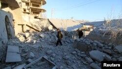 Pamje e shkatërrimeve të mëdha nga sulmet ajrore të forcave qeveritare të Sirisë në rajonin Alepo më 3 shkurt të këtij viti