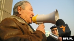 Cерікболсын Әбділдин.