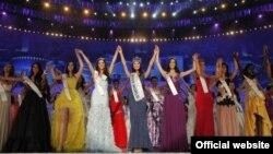 """Финалистки прошлогоднего конкурса """"Мисс Мира"""". Китай, сентябрь 2012 года."""