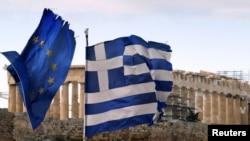 Zastave Grčke i EU u Atini