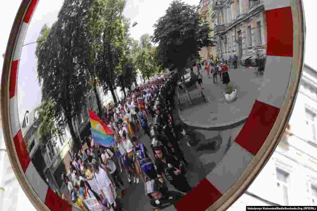 После Марша равенства Национальная полиция сообщила, что в нем участвовало около трех тысяч участников, организаторы же говорят о восьми тысячах.