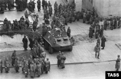 Советские вооруженные силы на городских улицах и площадях Тбилиси. 11 апреля 1989 года