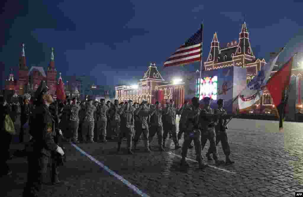 У кількох російських містах відбулись акції протесту проти участі у параді військових з країн, що є членами НАТО.