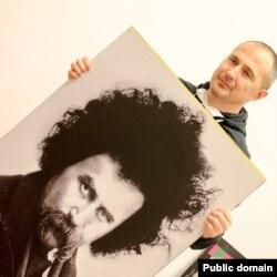 Халил Халилов с портретом Шевченко