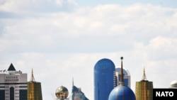 Есіл өзенінің сол жағалауындағы Астананың әкімшілік орталығы.