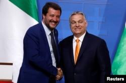 У лидера итальянских популистов Маттео Сальвини хорошие отношения с венгерским премьером Виктором Орбаном. И у обоих – с Владимиром Путиным