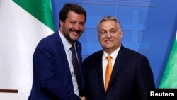Віктор Орбан (п) і Маттео Сальвіні (л)