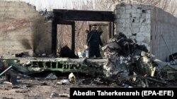 طیارۀ مسافربری بوئینگ که ۷۳۷ با دستکم ۱۷۶ سرنشین در خاک ایران سقوط کرد