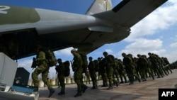 Soldați cehi la aplicații NATO