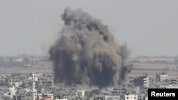 Pamje pas një sulmi të mëparshëm ajror të Izraelit në Rripin e Gazës