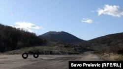 Gornje Mrke, mjesto na kojem je obilježen početak gradnje autoputa Bar-Boljare u oktobru 2009 - fotografija iz decembra 2010.