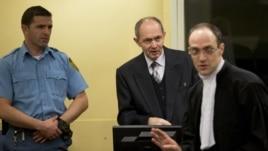 General Vojske Republike Srpske Zdravko Tolimir u sudnici Haškog tribunala prije izricanja presude za genocid 12. decembra 2012. godine