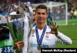 Кріштіану Роналду – перший футболіст, який п'ять разів ставав переможцем Ліги чемпіонів.