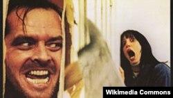 پوستر فیلم «درخشش» که در صدر فهرست فیلم های کالری سوز است.